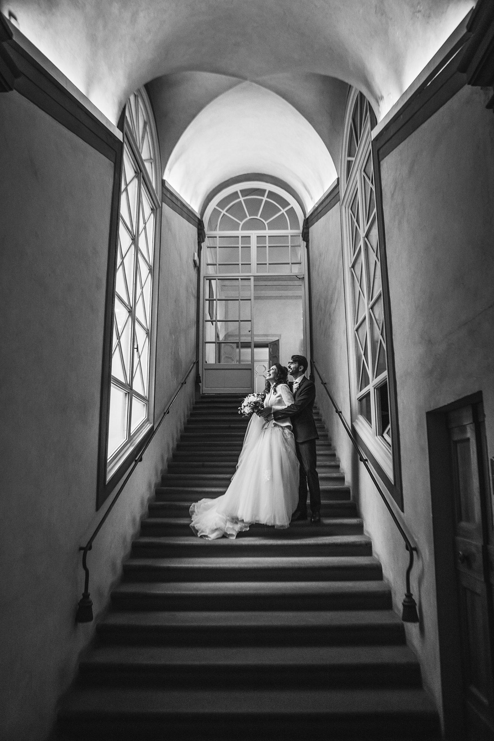 Sposi scalinata Sala Rossa a Firenze