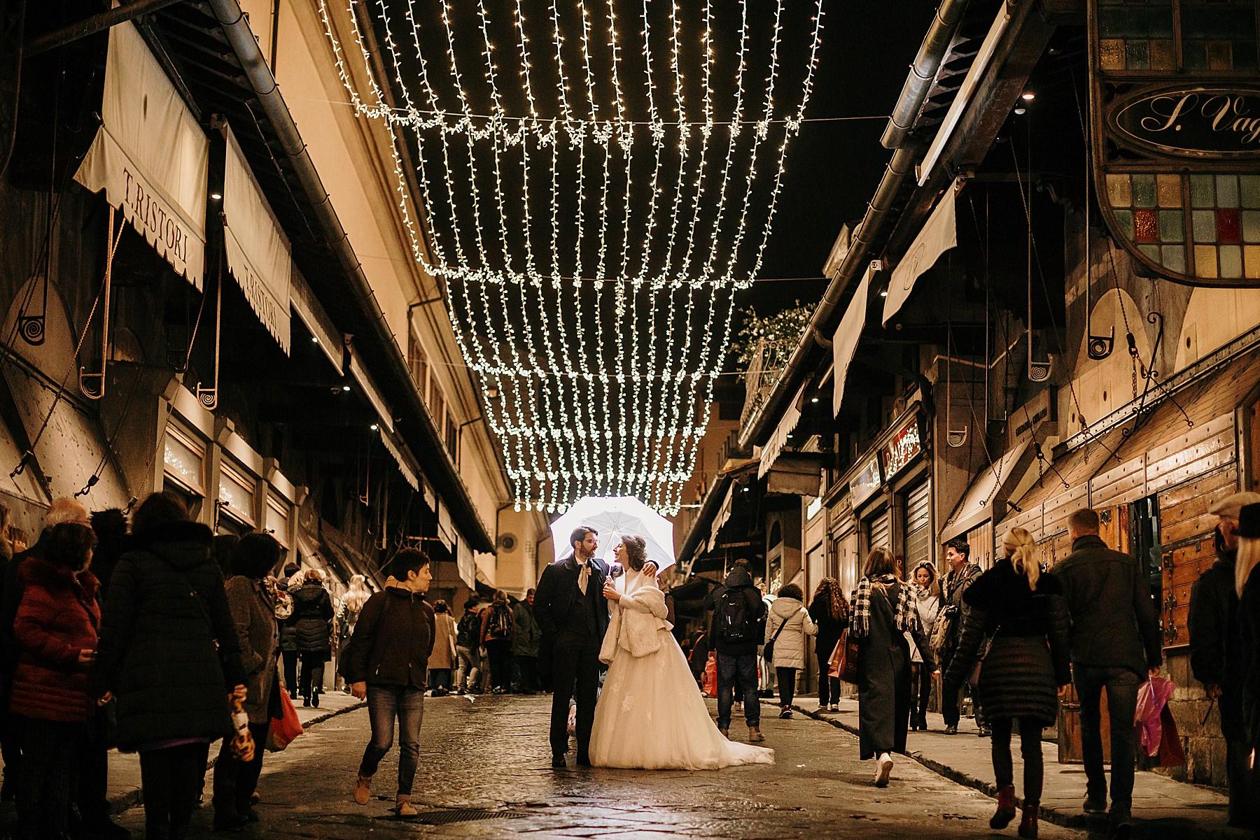 sposi sul Ponte Vecchio a Firenze a Natale