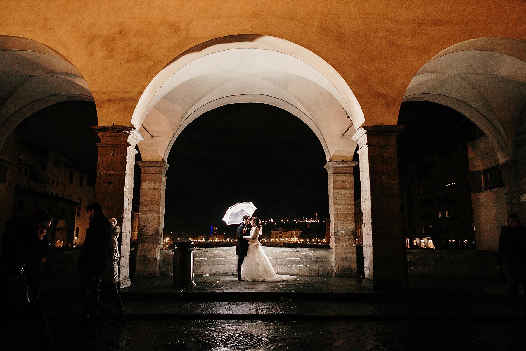 sposi sul Ponte Vecchio matrimonio a Dicembre