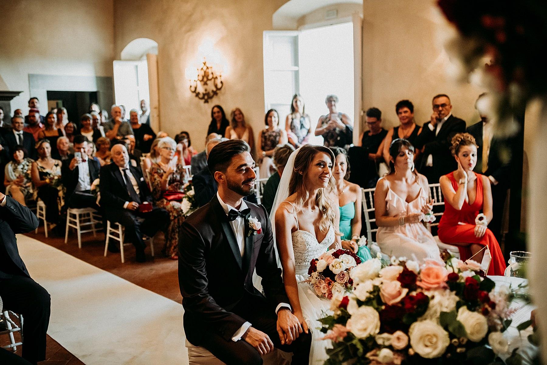 Sposa e sposo in cerimonia civile a Villa di Montefiano Fiesole