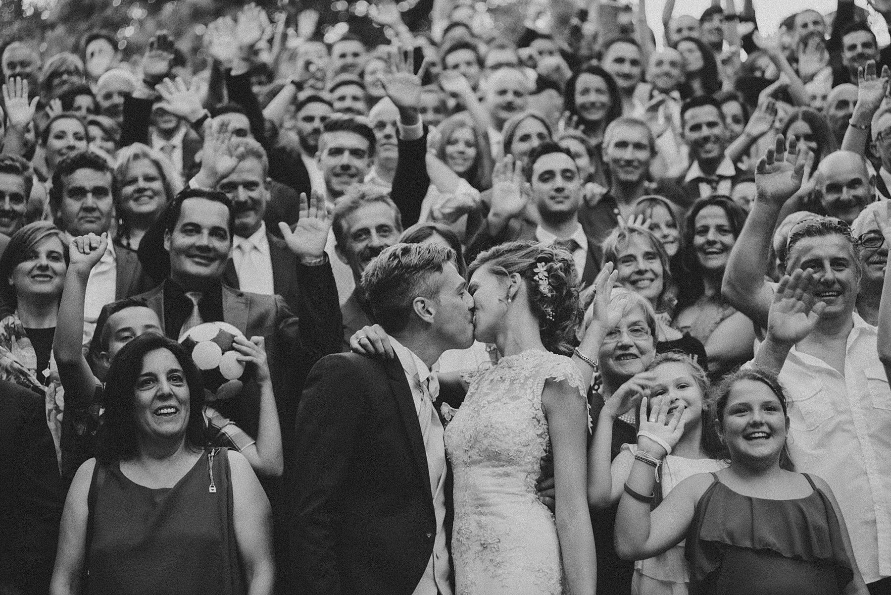 Matrimonio a Villa di Striano in Mugello foto di gruppo invitati