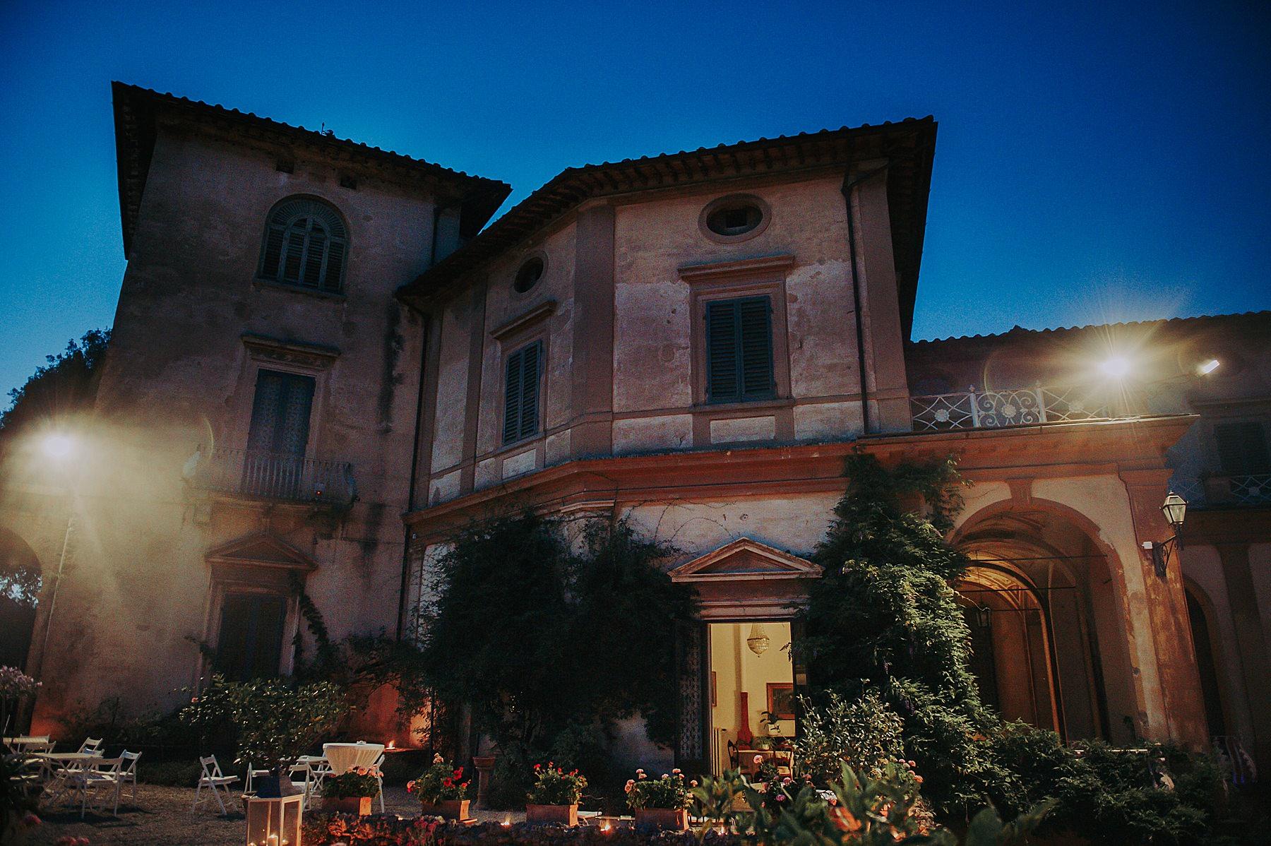 Matrimonio a Villa di Striano in Mugello foto sera