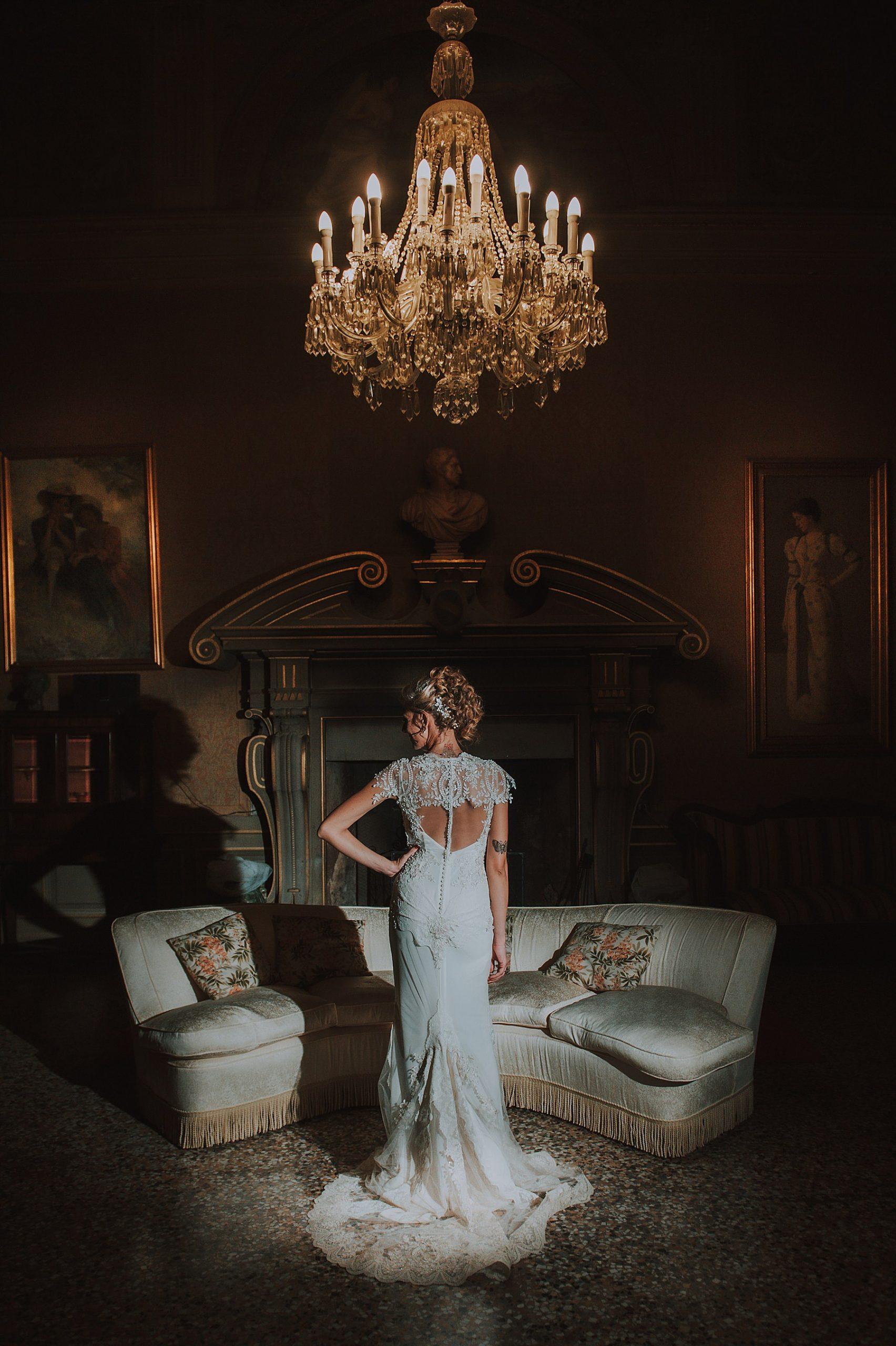 bellissima sposa a Villa di Striano dal interna