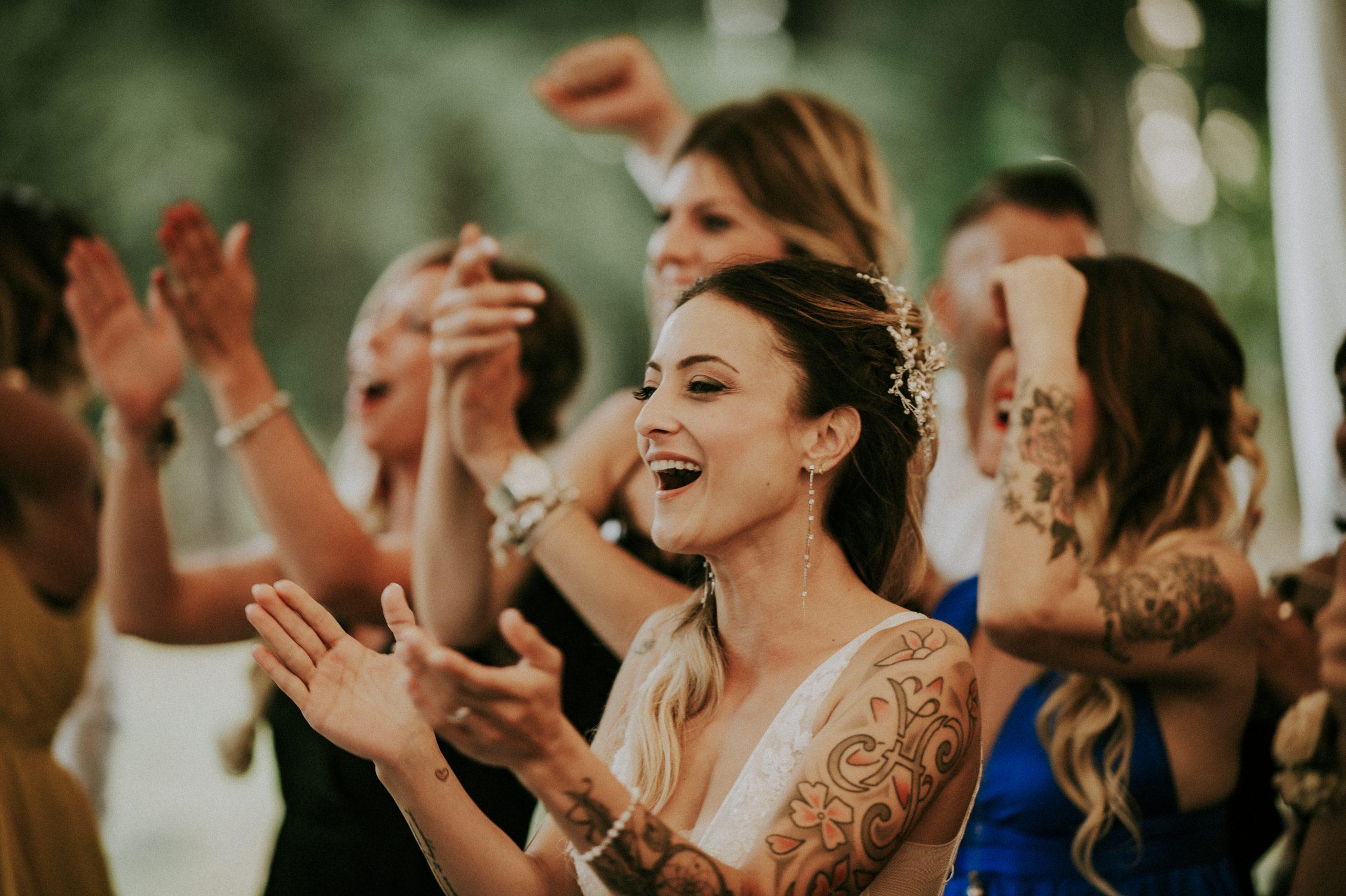 Sposa tatuata matrimonio nel Mugello