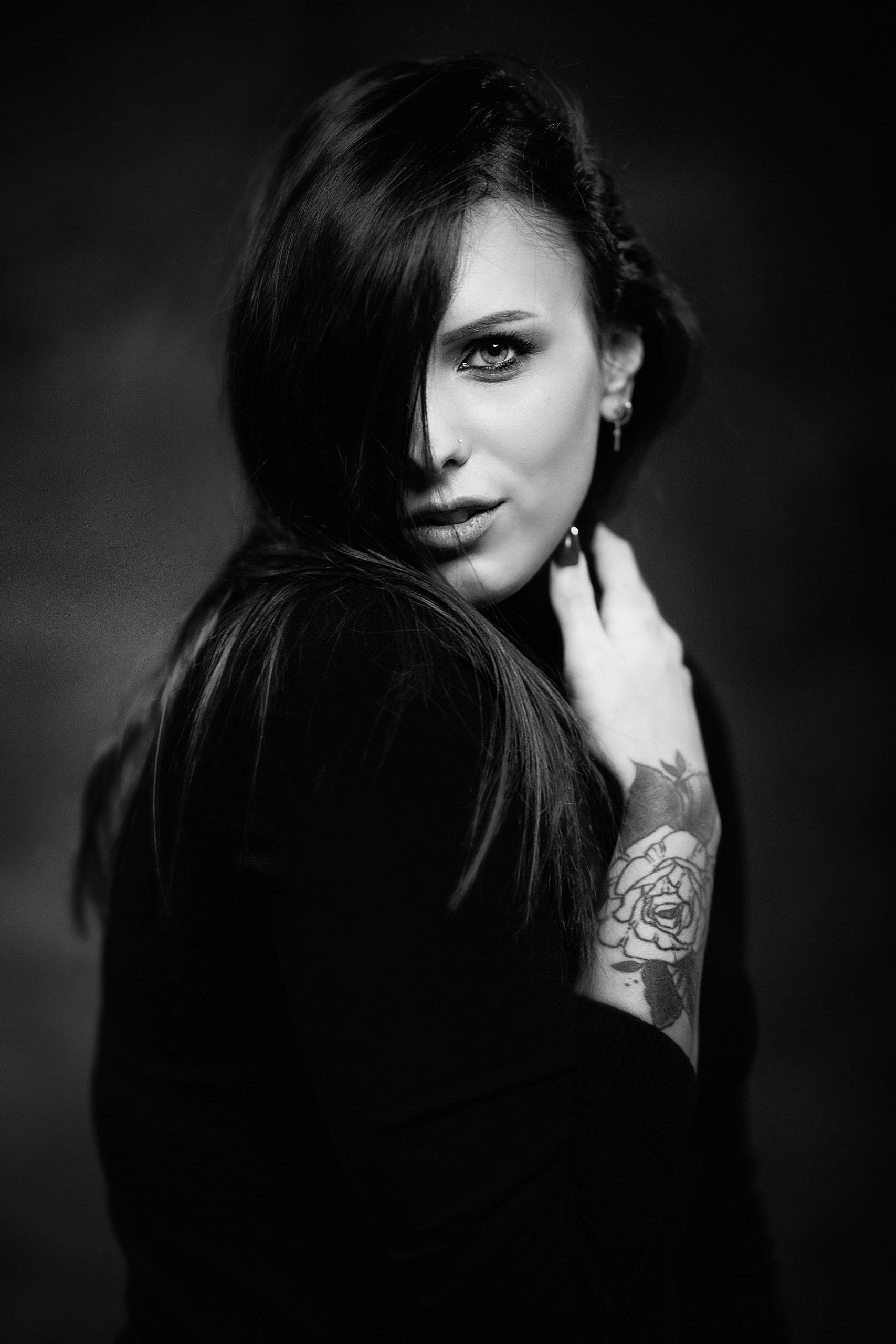 bellissimo ritratto di ragazza in bianco e nero