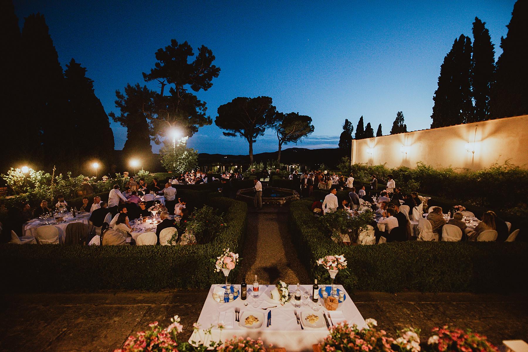 Bellissimo matrimonio a villa di Bivigliano con cena nel giardino della villa
